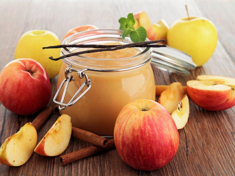Homemade applesauce (vanilla, maple)